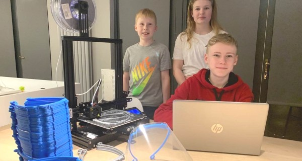 Three pupils with 3D printer
